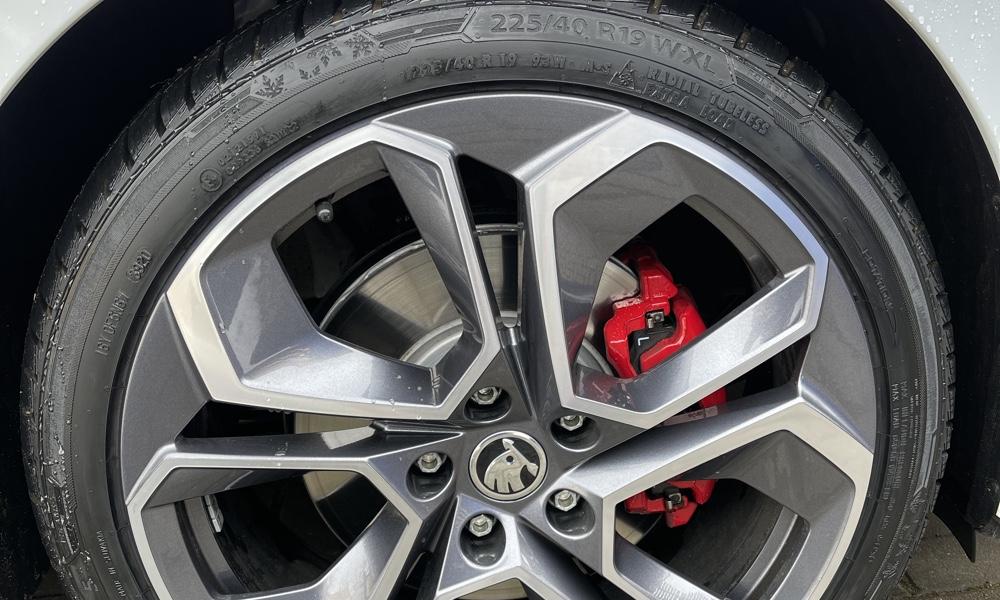 Oživení pneumatik – dlouhodobý efekt za pár korun